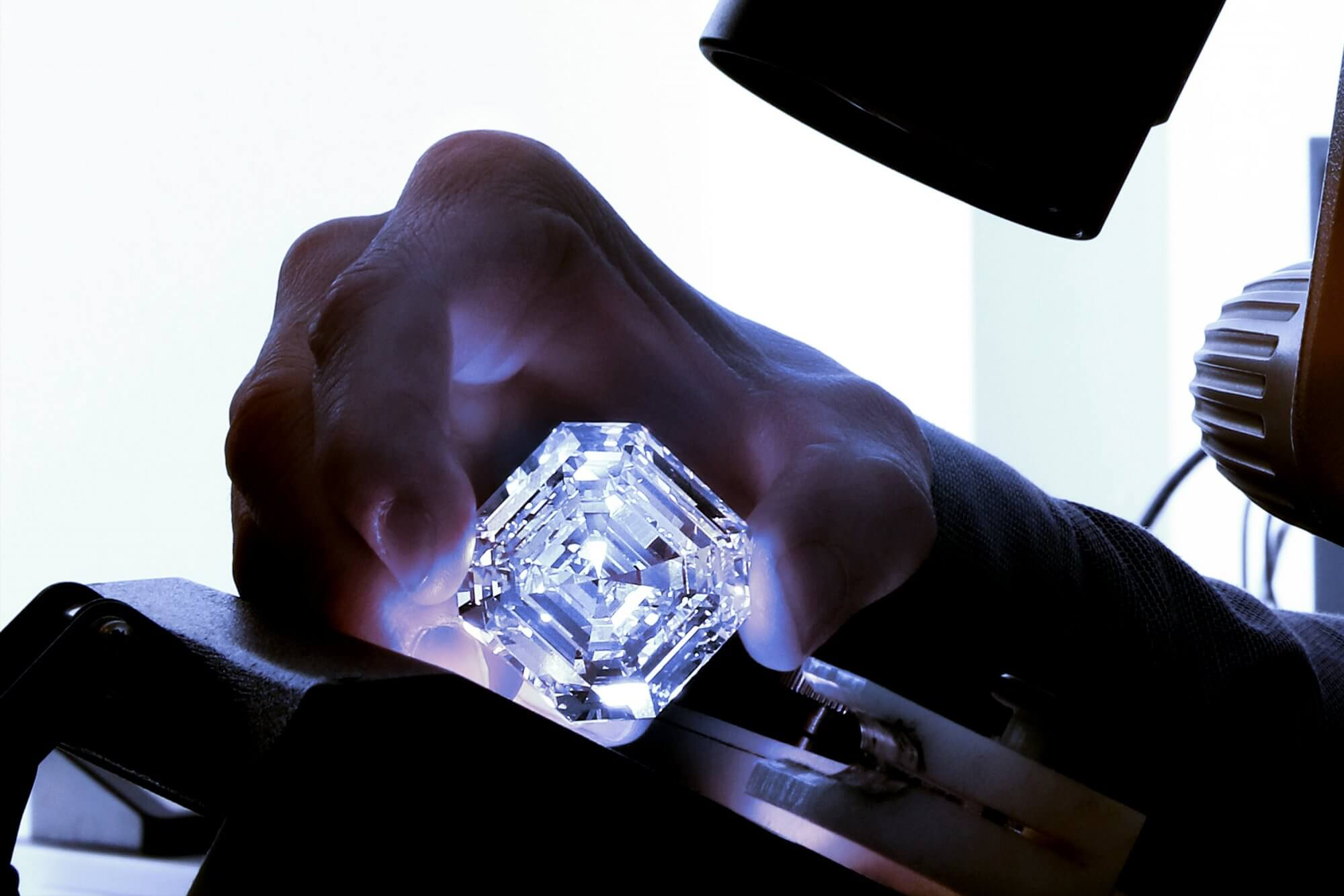 A-Graff-team-member-examining-the-Graff-Lesedi-La-Rona-Square-Emerald-Cut-Diamond-2000x1333
