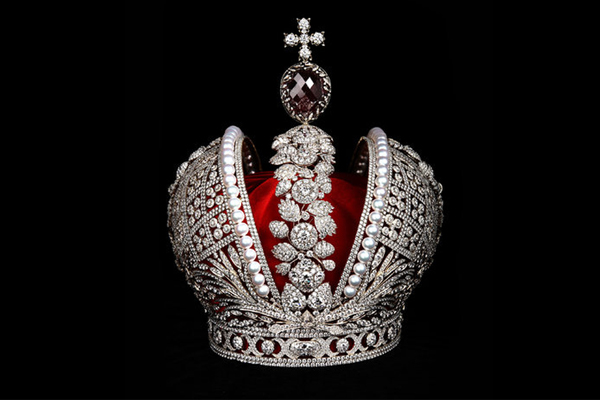Catherine II's Replica Crown Wows the Crowds