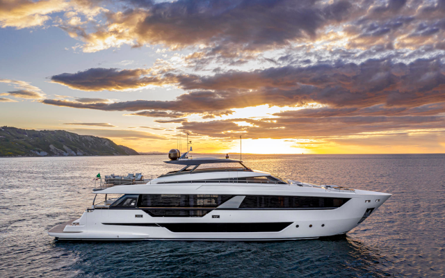 WATCH: Fittingly Luxurious, Ferretti Yachts 1000 Premieres In Venice